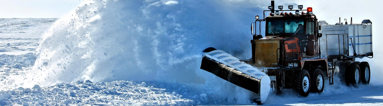 Image by Skentophyte from Pixabay of snow plow